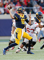 California Golden Bears quarterback Jared Goff (16) drops back to pass during the third quarter of the NCAA football game at Memorial Stadium in Berkeley, California on Sept. 14, 2013. (Adam Cairns / The Columbus Dispatch)