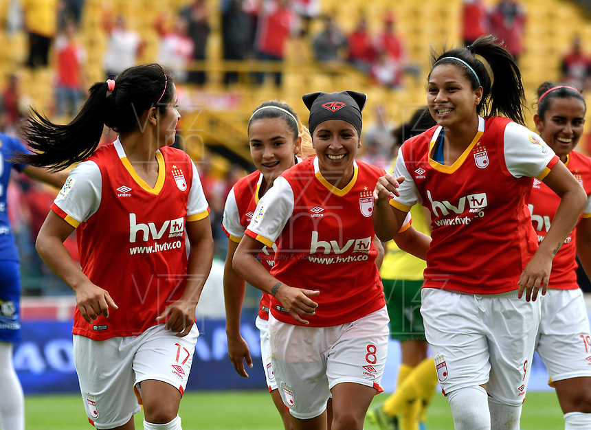 BOGOTA - COLOMBIA - 26-02-2017: Las jugadoras de Independiente Santa Fe, celebran el gol anotado a Atletico Huila, durante partido por la fecha 2 entre Independiente Santa Fe y Atletico Huila, de la Liga Femenina Aguila 2017, en el estadio Nemesio Camacho El Campin de la ciudad de Bogota. / The players of Independiente Santa Fe, celebrate a goal scoring to Atletico Huila, during a match of the date 2 between Independiente Santa Fe and Atletico Huila, for the Liga Femenina Aguila 2017 at the Nemesio Camacho El Campin Stadium in Bogota city, Photo: VizzorImage / Luis Ramirez / Staff.