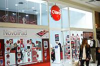 SAO PAULO,  18 DE JULHO DE 2012. PROIBIÇÃO DE VENDA DE CHIP. Loja da operadora de celulares Claro que foi proibida de vender novos chips. FOTO: ADRIANA SPACA. BRAZIL PHOTO PRESS