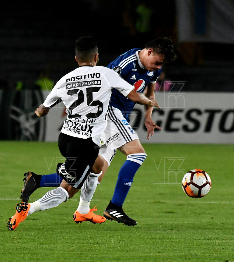 BOGOTA - COLOMBIA – 28 - 02 - 2018: Cristian Huerfano (Der.) jugador de Millonarios (COL), disputa el balon con Clayson (Izq.) jugador de Corinthians (BRA), durante partido entre Millonarios (COL) y Corinthians (BRA), de la fase de grupos, grupo 7, fecha 1 de la Copa Conmebol Libertadores 2018, en el estadio Nemesio Camacho El Campin, de la ciudad de Bogota. / Cristian Huerfano (R) player of Millonarios (COL), figths for the ball with Clayson (L) player of Corinthians (BRA), during a match between Millonarios (COL) and Corinthians (BRA), of the group stage, group 7, 1st date for the Conmebol Copa Libertadores 2018 in the Nemesio Camacho El Campin stadium in Bogota city. VizzorImage / Luis Ramirez / Staff.