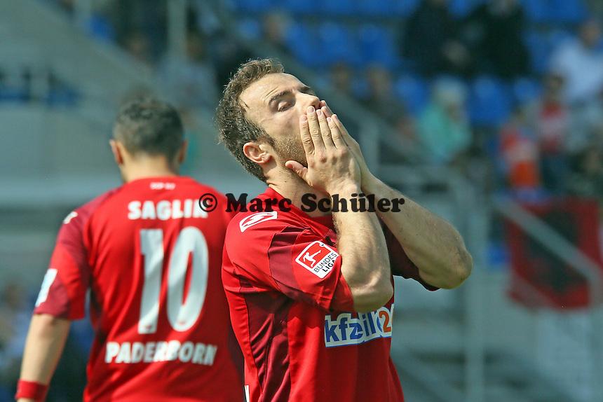 Alban Meha (Paderbor) aergert sich nach vergebener Torchance - FSV Frankfurt vs. SC Paderborn 07, Frankfurter Volksbank Stadion