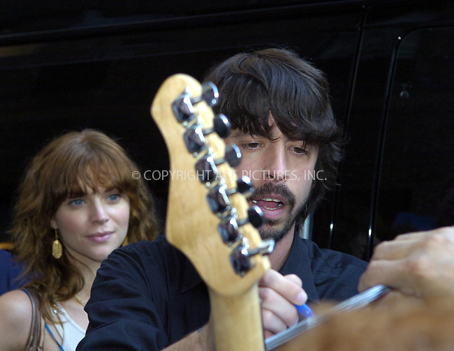 WWW.ACEPIXS.COM . . . . .  ....NEW YORK, NEW YORK, JUNE 13TH 2005....Dave Grohl of Foo Fighters at an appereance at the Late Show with David Letterman.....Please byline: Ian Wingfield - ACE PICTURES..... *** ***..Ace Pictures, Inc:  ..Craig Ashby (212) 243-8787..e-mail: picturedesk@acepixs.com..web: http://www.acepixs.com