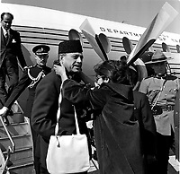 Le lieutenant-Gouverneur Paul Comptois acceuille le president du Pakistan Atub Khan<br />  en visite a Quebec, septembre 1962 (date exacte inconnue)<br /> <br /> PHOTO : Agence Quebec Presse