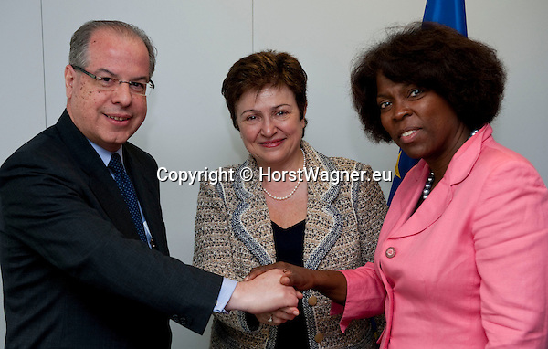Brussels-Belgium, May 11, 2012 -- Kristalina GEORGIEVA (ce), European Commissioner in charge of International Cooperation, Humanitarian Aid and Crisis Response, receives Ertharin COUSIN (ri), Executive Director of the United Nations World Food Programme (WFP - PAM) and Ricardo NEIVA TAVARES (le), Brazilian Ambassador to the EU -- Photo: © HorstWagner.eu