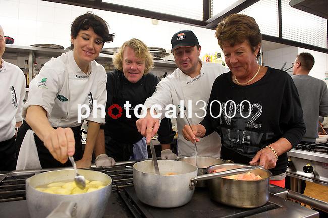 Aizpea Oihaneder, Kenneth Sillman, Felix Garrido y Kerstin Sillman  durante el encuentro en jovenes cocineros vascos (Sukatalde) y cocineros suecos
