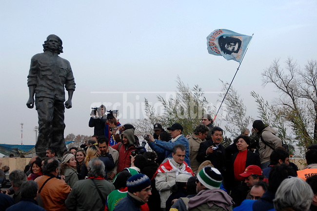 """People surround the  statue of Ernesto """"Che"""" Guevara made by artist Andres Zerneri at his birthplace of Rosario, 200 miles  north of Buenos Aires. The two-ton, four-metre bronze statue of """"Che"""" Guevara was unveiled  in the Argentine city where he was born exactly 80 years ago, the first such monument to the revolutionary in his homeland."""