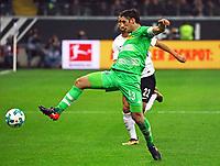 Lars Stindl (Borussia Mönchengladbach) gegen Timothy Chandler (Eintracht Frankfurt) - 26.01.2018: Eintracht Frankfurt vs. Borussia Moenchengladbach, Commerzbank Arena