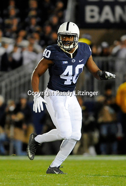 STATE COLLEGE, PA - NOVEMBER 05:  Penn State LB Jason Cabinda (40) drops into pass coverage. The Penn State Nittany Lions defeated the Iowa Hawkeyes 41-14 on November 5, 2016 at Beaver Stadium in State College, PA. (Photo by Randy Litzinger/Icon Sportswire)