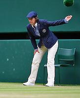 London, England, 4th July, 2016, Tennis, Wimbledon, lineswoman at centercourt<br /> Photo: Henk Koster/tennisimages.com