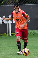 SÃO PAULO, SP, 07 DE OUTUBRO DE 2013 - TREINO SAO PAULO - O jogador Maicon, durante treino do São Paulo, no CT da Barra Funda, região oeste da capital, na tarde desta segunda feira, 07.  FOTO: ALEXANDRE MOREIRA / BRAZIL PHOTO PRESS