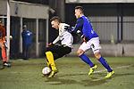 2018-02-17 / Voetbal / Seizoen 2017-2018 / Nijlen - Esp Pelt / Yens Peeters (Nijlen) zet Sevn Van de Kerkhof onder druk<br /> <br /> ,Foto: Mpics.be