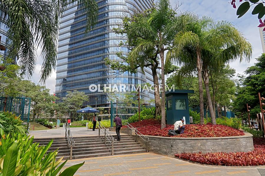 Entrada do predio Sao Paulo Corporate Towers, Bairro Vila Olimpia, Sao Paulo. 2018. Foto de Juca Martins.