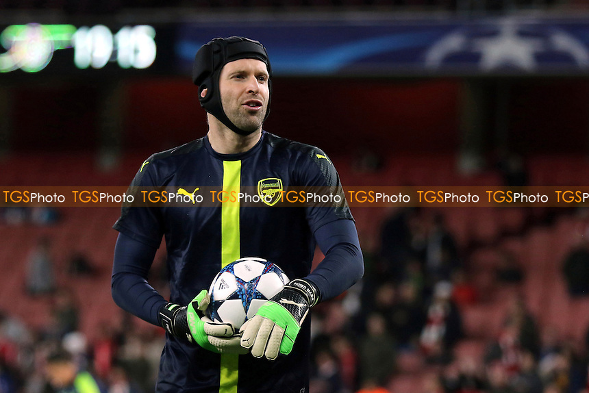 Arsenal goalkeeper, Petr Cech, pre-match during Arsenal vs FC Bayern Munich, UEFA Champions League Football at the Emirates Stadium on 7th March 2017