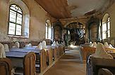 Das böhmische Pilsen ist 2015 neben dem belgischen Mons, die Kulturhauptstadt Europas. Die Stadt des Biers wandelt sich zur europäischen Kulturhauptstadt. <br /> Bild: In Luková, im Sudetengebiet, hat ein Künstler in eine verlassene Kirche Geister aus Gips reingesetzt, die als Land-Art-Projekt fungieren.