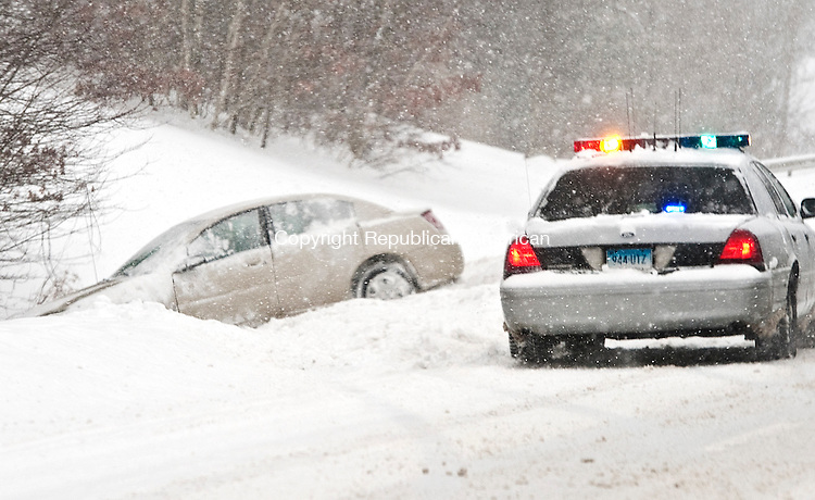 HARWINTON,  CT-020215JS03-  A State Police officer was on the scene after a car spun out on Rout8 8 north at Exit 41 during Monday's snowfall. Nearly a foot of snow fell in some parts of the area. <br /> Jim Shannon Republican-American
