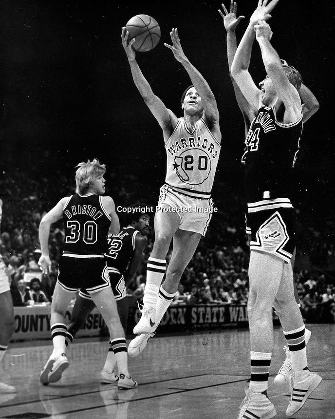Golden State Warrior Phil Smith scores. (1977 Photo by Ron Riesterer)