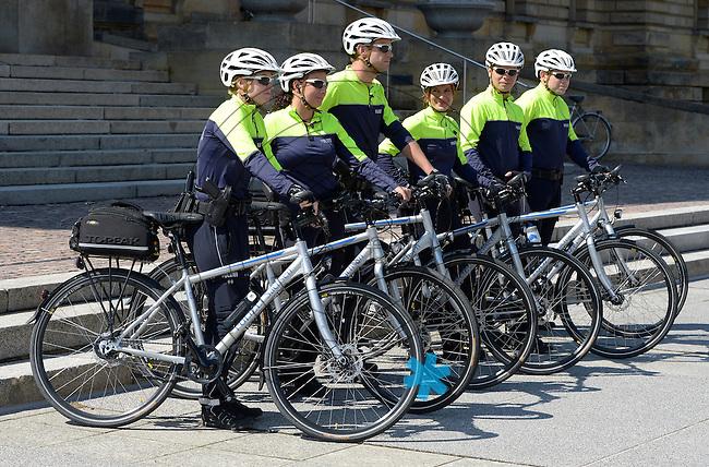Die Leipziger Polizei stellt ihre erste Fahrradstreifen Staffel am Bundesverwaltungsgericht vor . Foto: Norman Rembarz