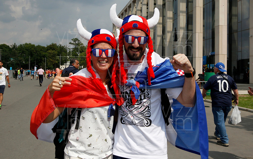 MOSCU - RUSIA, 15-07-2018: Hinchas de Francia animan a su equipo durante partido por la final entre Francia y Croacia de la Copa Mundial de la FIFA Rusia 2018 jugado en el estadio Luzhnikí en Moscú, Rusia. / Fans of France cheer for their team during the match between France and Croatia of the final for the FIFA World Cup Russia 2018 played at Luzhniki Stadium in Moscow, Russia. Photo: VizzorImage / Cristian Alvarez / Cont