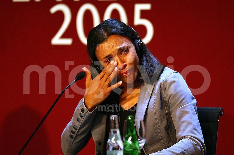 Fussball International FIFA Weltfussballerinn 2005 Marta (BRA) geruht, weint bei der PK