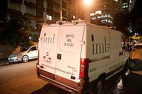 SÃO PAULO, SP, 05.05.2015: CÁSSIO-YAZBEK - O empresário do ramo de cinema Cássio Yazbek foi encontrado morto dentro do banheiro do apartamento de nº 608, 6º andar, do hotel Grand Plaza na rua Leôncio de Carvalho, 201, no bairro do Paraíso, na zona sul de São Paulo (SP), nesta terça-feira (5). Cássio Yazbek teve as mãos algemadas, um saco preto na cabeça, e marcas de violência pelo corpo. (Foto: Gabriel Soares/ Brazil Photo Press)
