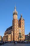 Widok na Bazylikę Mariacką od strony Placu Szczepańskiego w Krakowie