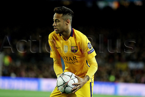 05.04.2016 Nou Camp, Barcelona, Spain. Uefa Champions League Quarter-finals 1st leg. FC Barcelona against Atletico de Madrid.  Neymar sets up to take a free kick during the match