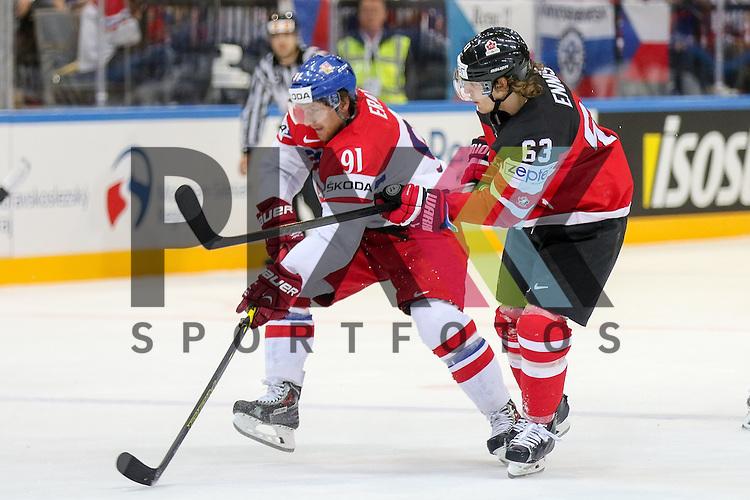 Canadas Ennis, Tyler (Nr.63) im Zweikampf mit Tschechiens Erat, Martin (Nr.91)(Arizona Coyotes)  im Spiel IIHF WC15 Canada vs. Czech Republic.<br /> <br /> Foto &copy; P-I-X.org *** Foto ist honorarpflichtig! *** Auf Anfrage in hoeherer Qualitaet/Aufloesung. Belegexemplar erbeten. Veroeffentlichung ausschliesslich fuer journalistisch-publizistische Zwecke. For editorial use only.