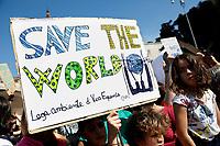 Banners save the world<br /> Rome April 19th 2019. Fridays for Future Climate Strike in Rome, Piazza del Popolo.<br /> photo di Samantha Zucchi/Insidefoto