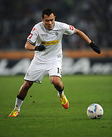 FUSSBALL   1. BUNDESLIGA   SAISON 2011/2012    17. SPIELTAG Borussia Moenchengladbach - FSV Mainz 05             18.12.2011 Juan Arango (Borussia Moenchengladbach) Einzelaktion am Ball