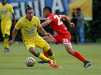 BOGOTA - COLOMBIA - 06-12-2015: Carlos Rodriguez (Der.) jugador de Fortaleza FC, disputa el balón con Carlos Giraldo (Izq.) jugador de Atletico Bucaramanga, durante partido de ida de la final del Torneo Aguila II entre Fortaleza FC y Atletico Bucaramanga, jugado en el estadio Metropolitano de Techo de la ciudad de Bogota. / Carlos Rodriguez (R) player of Fortaleza FC, figths for the ball with Carlos Giraldo (L) player of Atletico Bucaramanga, during a match for the first leg for  the  final of the Torneo Aguila II between Fortaleza FC and Atletico Bucaramanga, ?? played at the Metropolitano de Techo stadium in Bogota. Photo: VizzorImage / Luis Ramirez / Staff.