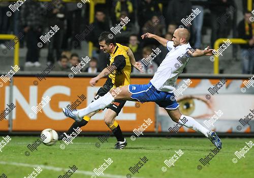 2009-10-23 / Voetbal / Lierse SK - Tienen / Radzinski (Lierse) met De Smet..foto: mpics