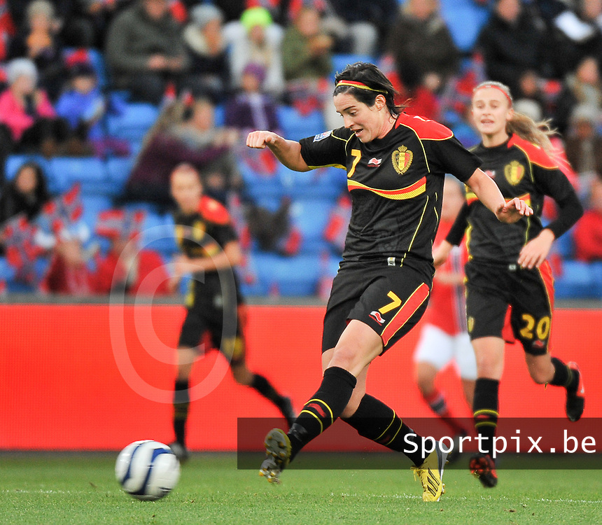 20130925 - OSLO , NORWAY : Belgian Cecile De Gernier pictured during the female soccer match between Norway and Belgium , on the second matchday in group 5 of the UEFA qualifying round to the FIFA Women World Cup in Canada 2015 at the Ullevaal Stadion , Oslo . Wednesday 25th September 2013. PHOTO DAVID CATRY
