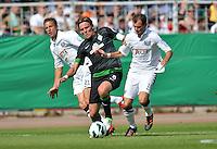 FUSSBALL   DFB POKAL   SAISON 2012/2013   1. Hauptrunde Preussen Muenster - Werder Bremen              19.08.2012 Clemens Fritz (SV Werder Bremen) gegen Jens Truckenbrod (li) und Amaury Bischoff (re, beide Muenster)