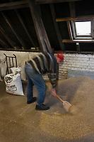 Europe/France/Nord-Pas-de-Calais/62/Pas-de-Calais/ Houlle: Distillerie Persyn- Genièvre de Houlle-le distillateur Julien Mahien mélange les  céréales: avoine, orge et seigle qui vont être distillée  //  France, Pas de Calais, Houlle, Persyn Distillery Gin-Houlle-distiller Julian Mahien mixed grains, oats, rye and barley that will be distilled <br /> <br /> Auto N°: 2009-104