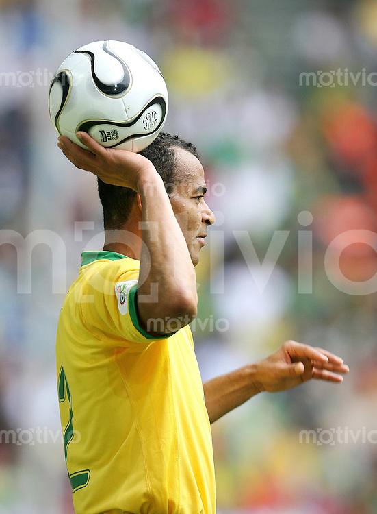 Fussball WM 2006   Achtelfinale    Brasilien - Ghana CAFU (BRA) beim Einwurf