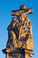Karlsbruecke (Karlov Most), Statue des Luitgard, Prag, Tschechien, Unesco-Weltkulturerbe.