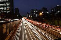 SAO PAULO, SP, 08.10.2013 – TRÂNSITO EM SÃO PAULO: Trânsito na Av. 23 de Maio, próximo ao Parque do Ibirapuera, zona sul de São Paulo na tarde desta terça feira. Foto: Levi Bianco - Brazil Photo Press.