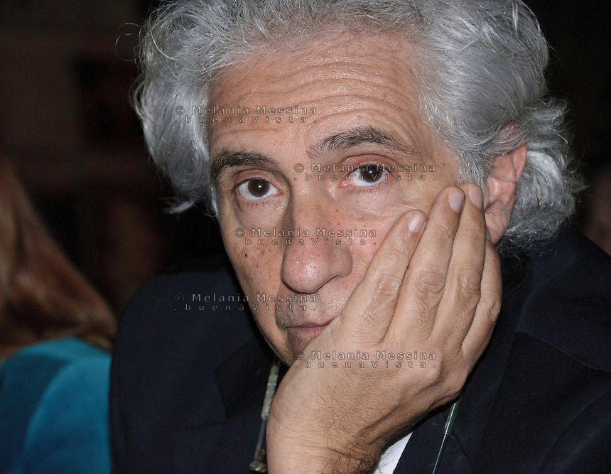 Palermo: il giornalista Corradino Mineo, capolista al Senato nella lista del PD,  in campagna elettorale.<br />