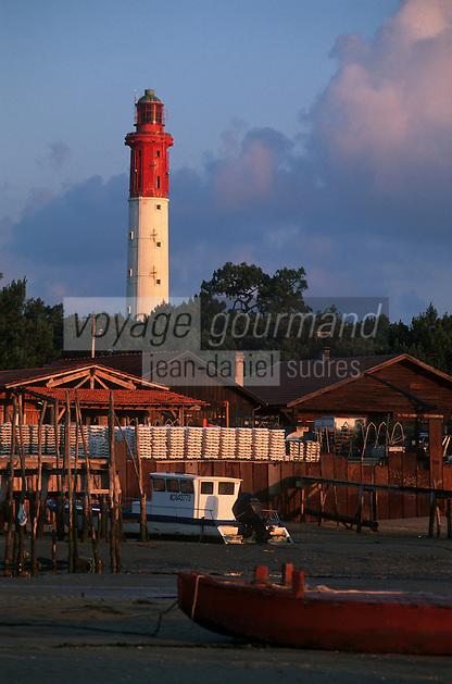 Europe/France/Aquitaine/33/Gironde/Bassin d'Arcachon/Le Cap Ferret: Le phare et le port ostréicole