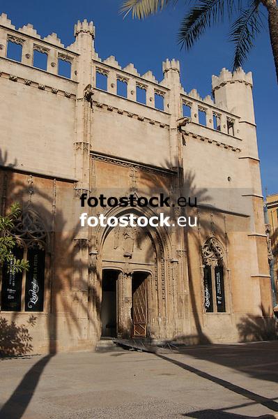 La Lonja in gothic style (1426-1447) by architect Guillermo Sagrera<br /> <br /> La Lonja (cat.: Sa Llotja) de estilo g&oacute;tico (1426-1447) por el arquitecto Gullermo Sagrera<br /> <br /> Handelsb&ouml;rse La Lonja im gotischen Stil (1426-1447) von dem Architekten Guillermo Sagrera<br /> <br /> 3008 x 2000 px<br /> 150 dpi: 50,94 x 33,87 cm<br /> 300 dpi: 25,47 x 16,93 cm