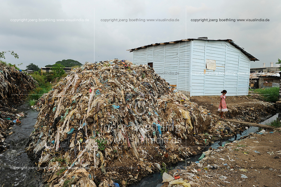 SRI LANKA Colombo, people live in slum near garbage dumping site