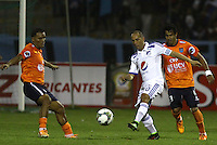 TRUJILLO- PERU - 28-08-2014: Luis Cardoza (Izq.) jugador de Universidad Cesar Vallejo de Peru, disputa el balón con Mayer Candelo (Der.) jugador Millonarios de Colombia durante partido de vuelta entre Universidad Cesar Vallejo de Peru y Millonarios de Colombia de la primera  fase, llave 14 de la Copa Total Suramericana en el estadio Mansiche, de, de la ciudad de Trujillo.  / Luis Cardoza (L) player Universidad Cesar Vallejo of Peru, vies for the ball with Mayer Candelo (R) player of Millonarios of Colombia, during a match of the second leg between Universidad Cesar Vallejo of Peru and Millonarios of Colombia for the first phase, key 14 of the Copa Total Suramericana in the Mansiche stadium in Trujillo city. Photos: Diario Libero / Photogamma / VizzorImage.
