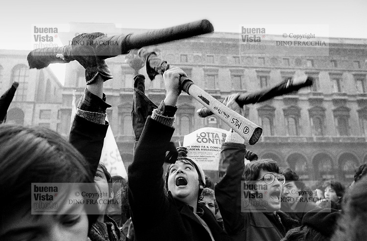 "- manifestation of the leftist groups ""Lotta Continua"" and ""Movimento Studentesco"" (Milan, december 1976)....- manifestazione dei gruppi di sinistra Lotta Continua e Movimento Studentesco (Milano, dicembre 1976)"