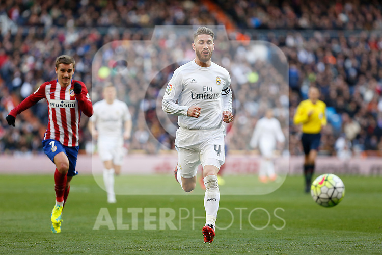 Real Madrid´s Sergio Ramos (R) and Atletico de Madrid´s Antoine Griezmann during 2015/16 La Liga match between Real Madrid and Atletico de Madrid at Santiago Bernabeu stadium in Madrid, Spain. February 27, 2016. (ALTERPHOTOS/Victor Blanco)