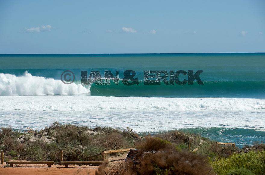 Empty wave at Dang Dang in Kalbarri, Western Australia