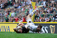 David Strettle of Saracens scores the late winning try past Elliot Daly of Wasps during the Premiership Rugby Round 1 match between Saracens and Wasps at Twickenham Stadium on Saturday 6th September 2014 (Photo by Rob Munro)