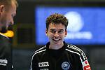 die Teams beim Aufw&auml;rmen  im Spiel der Handballliga, Bergischer HC - SC DHFK Leipzig.<br /> <br /> Foto &copy; PIX-Sportfotos *** Foto ist honorarpflichtig! *** Auf Anfrage in hoeherer Qualitaet/Aufloesung. Belegexemplar erbeten. Veroeffentlichung ausschliesslich fuer journalistisch-publizistische Zwecke. For editorial use only.