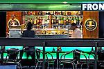 Bar e restaurante no Aeroporto de Cumbica. São Paulo. 2008. Foto de Juca Martins.