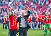 Trainer Cheftrainer Jupp HEYNCKES (FCB) Arjen ROBBEN, FCB 10  celebration <br /> FC AUGSBURG -  FC BAYERN MUENCHEN 1-4<br /> Football 1. Bundesliga , Augsburg,07.04.2018, 29. match day,  2017/2018, 1.Liga, 1.Bundesliga, <br />  *** Local Caption *** © pixathlon