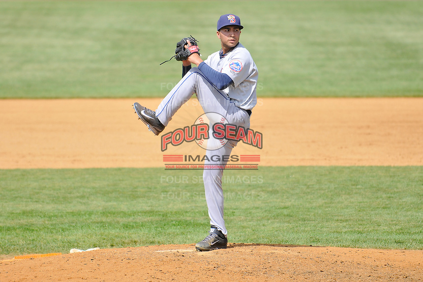 Jon Velasquez (33) of the Binghamton Mets pitches during a game against the New Britain Rock Cats at New Britain Stadium on June 1, 2014 in New Britain, Connecticut.  New Britain defeated Binghamton 6-1.  (Gregory Vasil/Four Seam Images)
